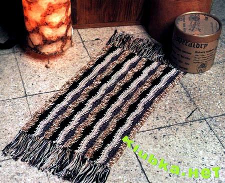 Вязаный коврик в дом
