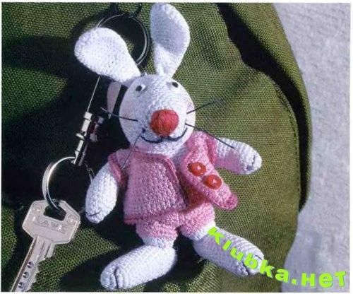 Зайчик - брелок для ключей.