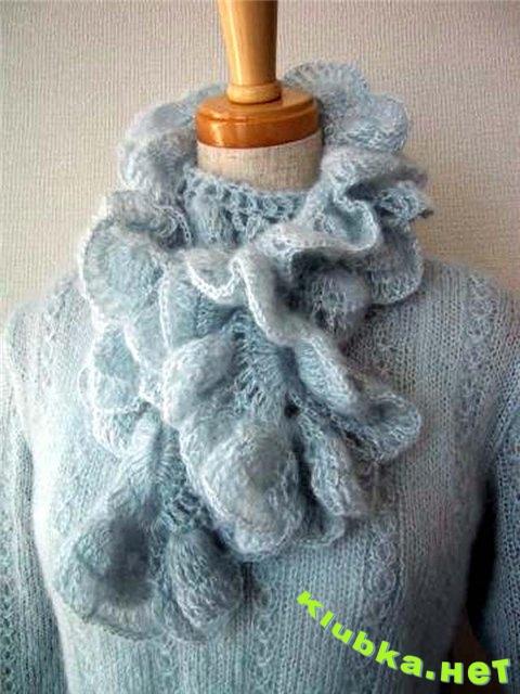 Связаный крючком ажурный шарфик