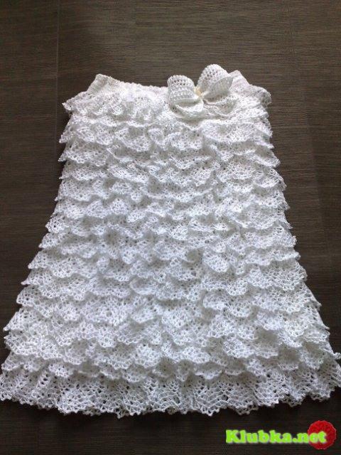 Белое летнее платье связано крючком
