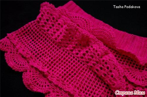 Малиновая юбочка с рюшами для девочки крючком