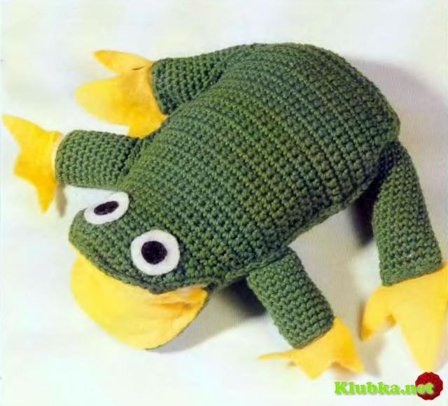 Игрушка лягушка, связанная крючком