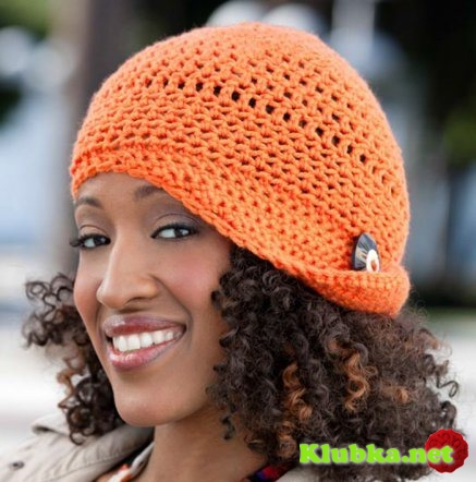 Женская шляпка, связанная крючком