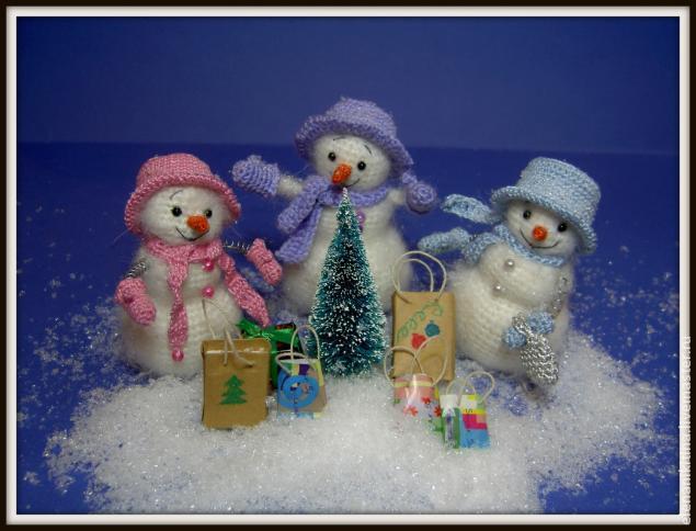 Веселые снеговики к новому году, связанные крючком
