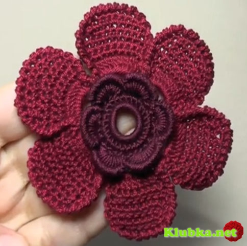 Цветок вязаный крючком с лепестком из необычного почтового витого столбика