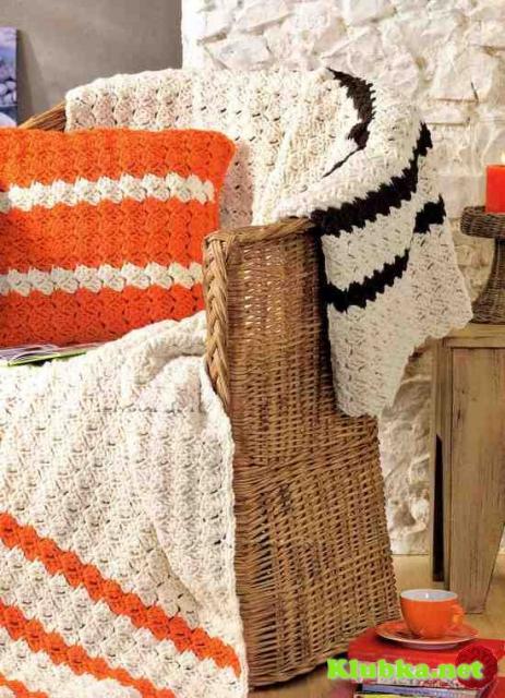 Вязаные подушки и плед крючком