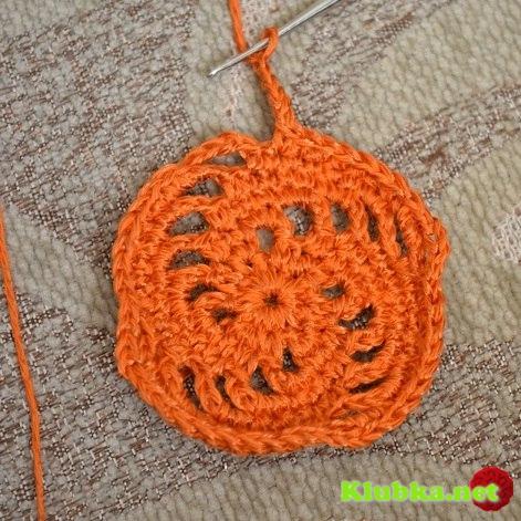 Вяжем квадрат с выпуклой спиралью крючком - фото с МК