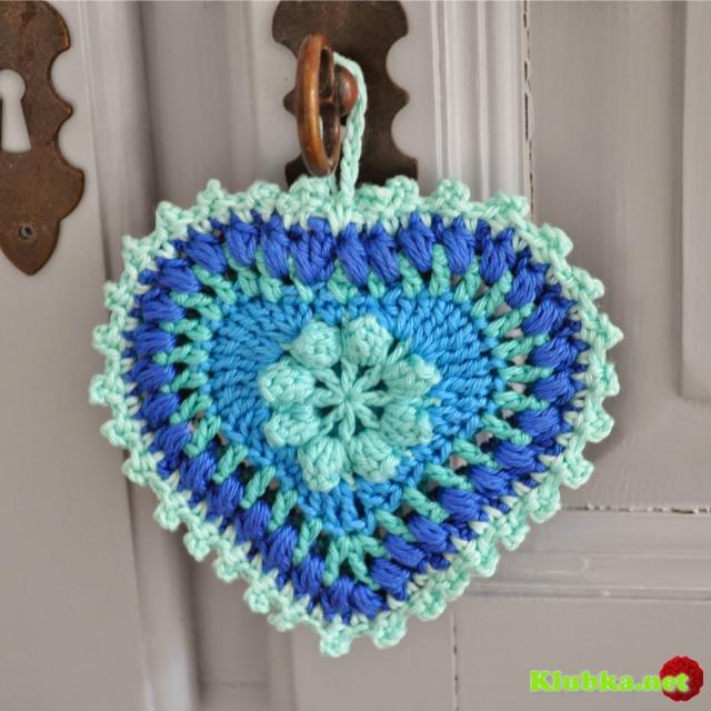 """Декоративные подвески """"Цветное сердце"""" крючком."""