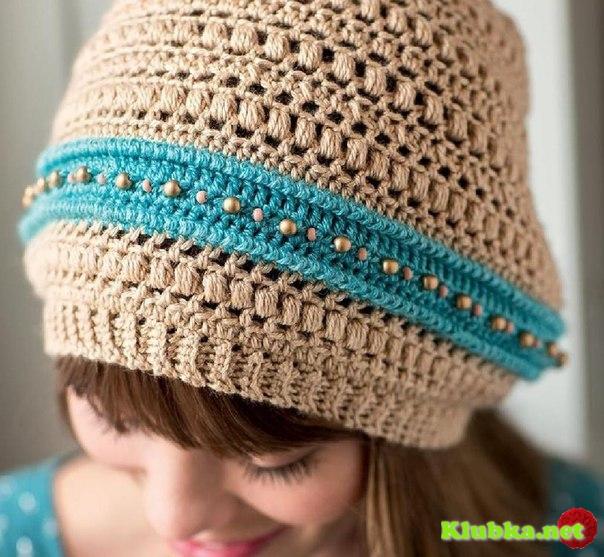 Красивая шапочка крючком в стиле бохо