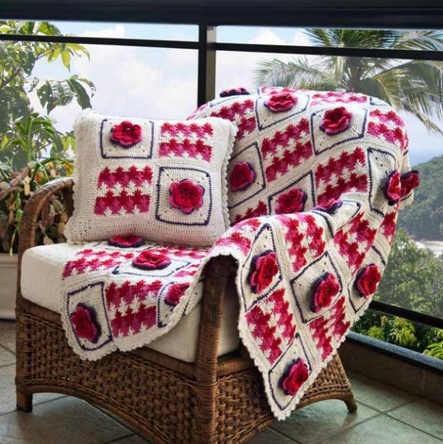 Красивые пледы и подушки для уюта в доме.