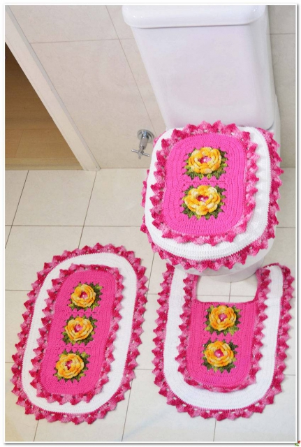 Розовый комплект в туалетную комнату