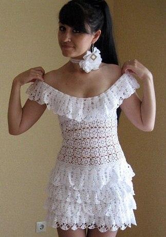 Очаровательное белое платье