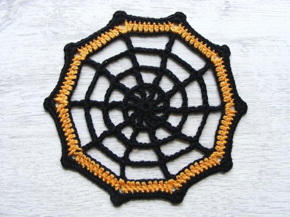 Черная паутина для паука. Вяжем подстаканники