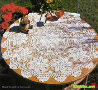 Круглая салфетка со спиральными мотивами