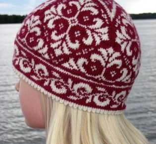 Комплект — шапочка и рукавички с орнаментом