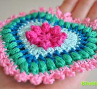 Декоративные подвески \»Цветное сердце\» крючком.