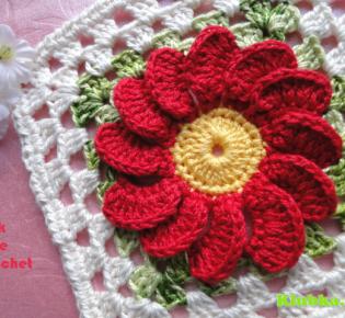Яркий мотив с цветочком