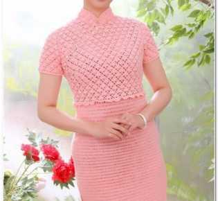 Розовое платье крючком.