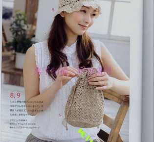 Милая бежевая летняя шапочка и сумочка.