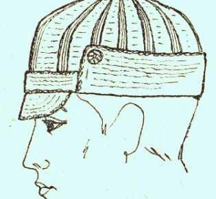 Две вязаные мужские кепи