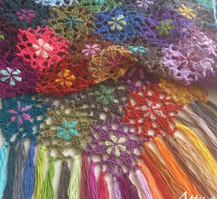 Цветочный шарф из остатков пряжи