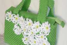 Очень красивая связанная крючком сумка с ромашками.